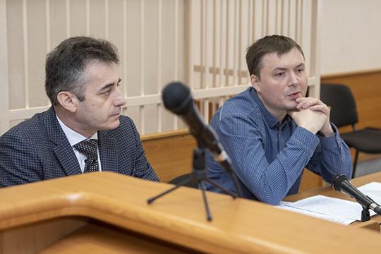 Отвечая навопросы адвокатов депутата, представитель СКР отметила, что «формально Бильгильдеева нескрывается»