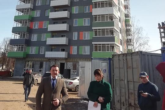 Марат Саттаров заверил собравшихся, что нашел недостающую сумму, ик25мая строительные работы будут завершены