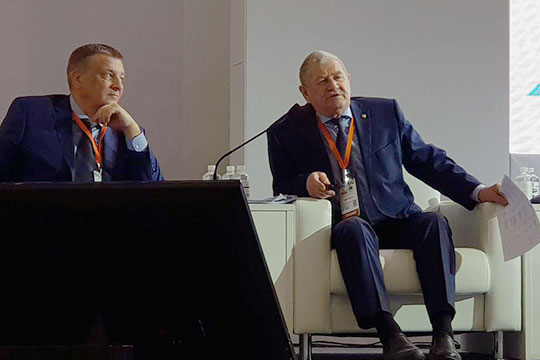 Рафинат Яруллин: «Мономеры по всей России ищем. Идем к китайцам, которые в свое время забрали эту технологию из Новосибирска и Петербурга и у себя построили. А мы не можем