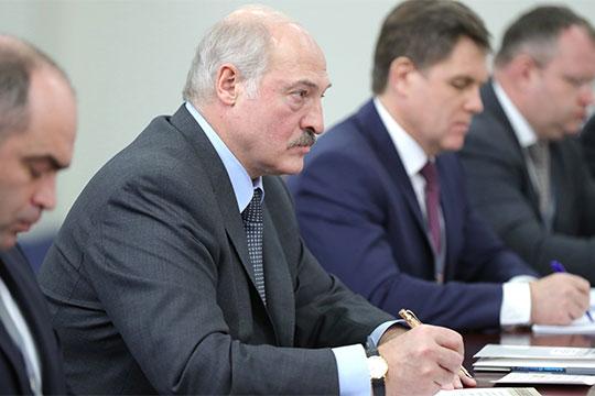 «Лукашенко полностью сформировал современную белорусскую номенклатуру, сиречь политический класс. Шаг влево, шаг вправо — если не расстрел, но неприятности»