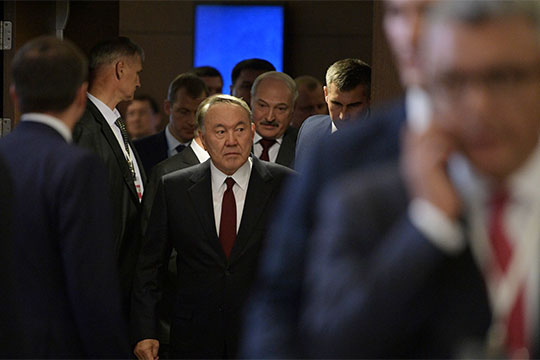 «Назарбаеву, конечно, хватало и такта, и ловкости, и умения, и опыта для того, чтобы удерживать пар под котлом. Что будет при его преемниках, сказать сложно»