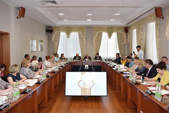 В Госсовете РТ прошел круглый стол, посвященный проблемам жителей аварийного жилого фонда республики