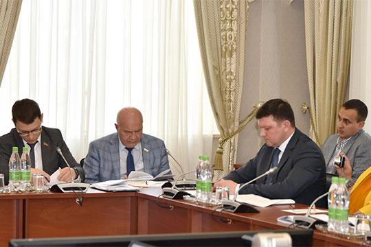 Алексей Фролов предложил «поработать на федеральном уровне» — чтобы понять, каким образом можно помочь рублем уже расселенным аварийщикам