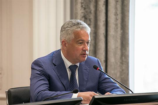 Андрей Лобов отметил, что есть сложности с установкой новых площадок во дворах домов, где сейчас работают мусоропроводы