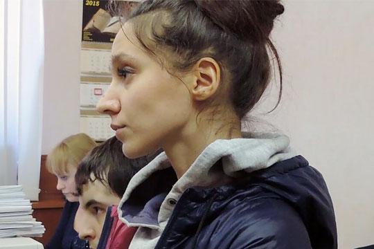 Гособвинение считает, что Сафина виновна в превышении должностных полномочий и служебном подлоге