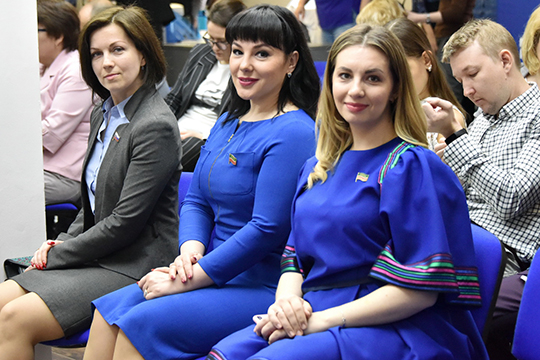 Ксения Владимирова(справа) заняла поитогам голосования лишь 72 место, что означает автоматическое выбывание изпредвыборной гонки.