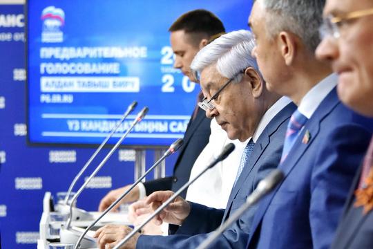 В первой тройке номер один - это глава татарстанского отделения ЕР, спикер Госсовета РТФарид Мухаметшин