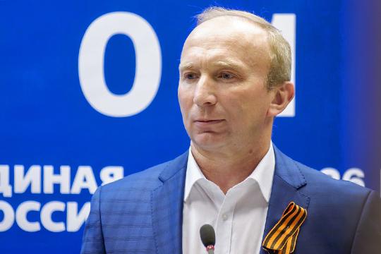 Чагин, с точки зрения политтехнологов партии, удачная находка для ЕР: онодновременно исвой для представителей рабочей среды, испортсмен, и русский, и медийный