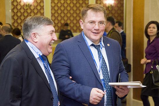Александр Тыгин(справа) идет икак одномандатник, икак списочник, причем насовершенно проходном 33-м месте