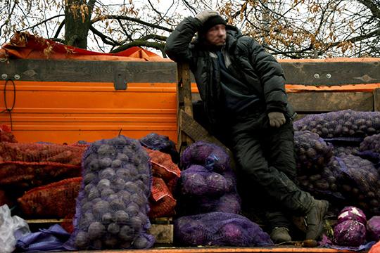 В Томской области, например, считают, что уровень бедности людей в сельской местности явно завышен, так как учитывается только денежный доход, но не берется в расчет доход в натуральной форме