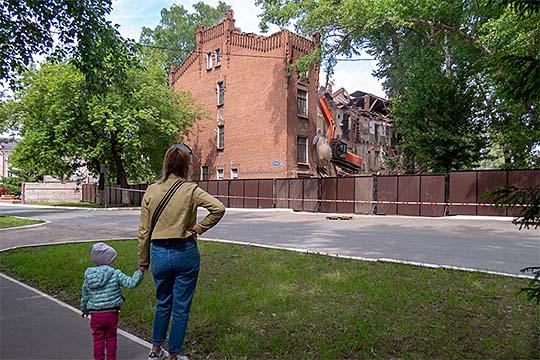 Боль градозащитников: «Октябрьский городок профукали, Арские казармы сломали...»