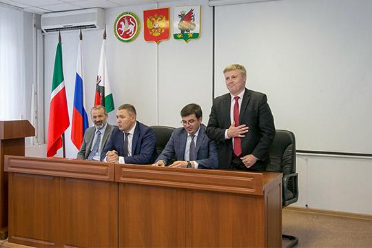 Дмитрий Кадыкеев:«Впервое время ничего менять небуду, новдальнейшем какие-то изменения будут сделаны, потому что эффективность работы УАТИ нужно повышать»