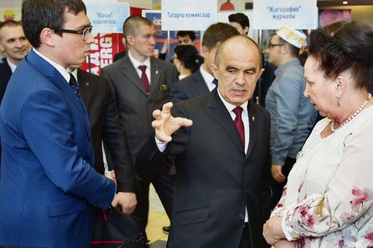 Экс-министр образования Энгель Фаттахов, который всвое время заявлял, что далеко невсем школьникам обязательно идти в10-й класс ивузы,— давно вернулся всвой Актаныш, нодело его живо