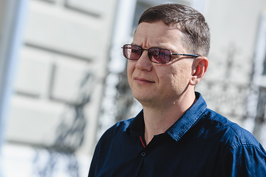 Чиков рассказалчто, сослов Садыкова, его похитили два брата-полицейских. Они вывезли Идриса всоседний Аксубаевский район, где заставили работать наферме, принадлежащей ихотцу