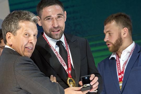 В ряду других точечных усилений Маганов лично настоял на возвращении в Казань Даниса Зарипова, поддержал его в тяжелый период