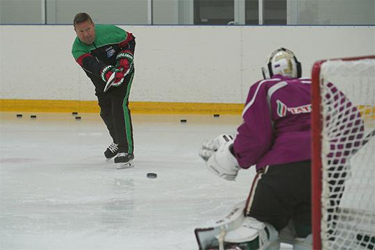 «Хоккей — очень быстрый вид спорта, потому главный инструмент вратаря — голова. Важно уметь быстро и правильно реагировать на события»
