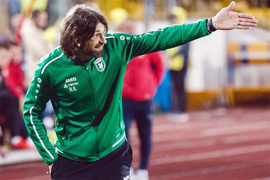 Шаронов говорил, что любит комбинационный футбол и4–3–3. Необманул