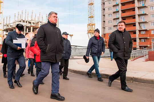 У Марселя Мингалимова (справа) вработе 24 дома, онвтройке лидеров нарынке коммерческой застройки всей республики. Зарешение проблем дольщиков вознагражден земельными наделами