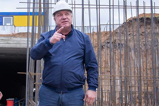 Судя по всему, Шлычков полностью и достаточно давно передал стройку в руки Марселя Мингалимова