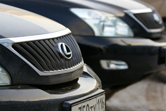Антирейтинг поабсолютному падению популярностивозглавляет японский Lexus, растерявший вгодовом исчислении пореспублике 111 регистраций или треть