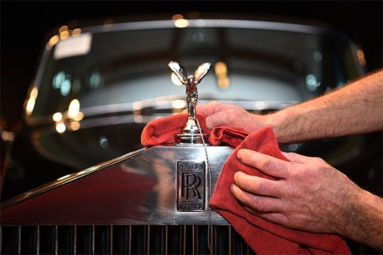 Опятьже невКазань прибылмега-роскошный кроссоверRolls-Royce Cullinan за 33млн рублей (450тыс. евро). Это единственная заполугодие регистрация марки, азатотже период2018-го ниодного Rolls-Royce вРТпродано небыло