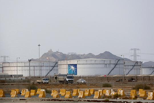 Рой из 10 дронов, оснащенных взрывчаткой, атаковал два крупнейших саудовских нефтяных объекта — НПЗ Абкайк и нефтяное месторождение Хурайс
