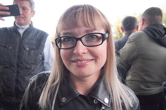 Первой в списке и соответственно первой обладательницей билетов стала молодая мать Наталья Тимерянова, которая пришла с сыном и, потому, смогла приобрести 6 билетов