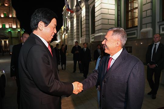 На встрече с главой парламента КНР Рустам Минниханов заметил, что сотрудничество России и Китая стало примером того, как должны строиться межгосударственные отношения в современном мире
