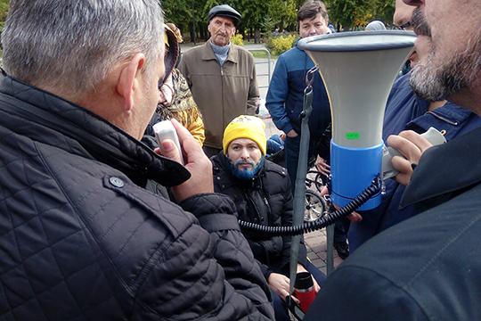 Лоханов выслушал практически всех или почти всех пришедших на митинг людей, поэтому он затянулся почти на 2 часа