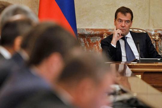 Возникает предположение, что наиболее подходящий кандидатурой вновь является Медведев