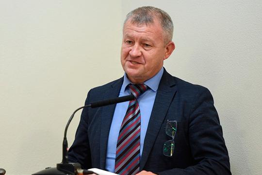 Вячеслав Швецовналегал вдокладе наэкологичность проекта, как-никак вторичная переработка отходов изамещение пластиковой тары
