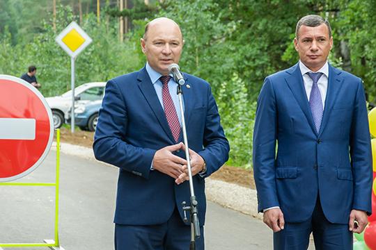 Среди главных заказчиков дорожных работ —ГКУ «Главтатдортранс» под руководством Эдуарда Данилова (справа)