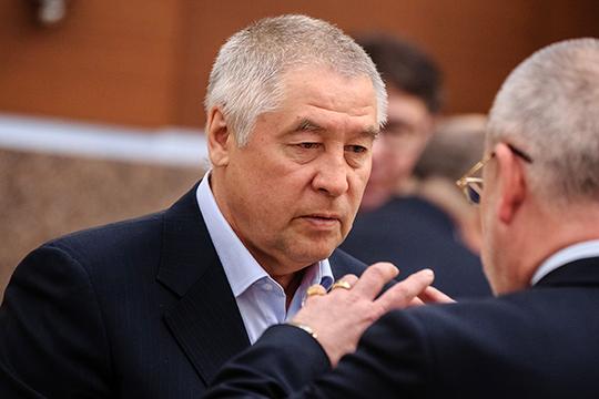 Выламывающейся из любых рейтингов называют фигуру главы СМП «Нефтегаз» и, соответственно, его дорожного подразделения — АО «Автострада» Фоата Комарова, замыкающего тройку лидеров