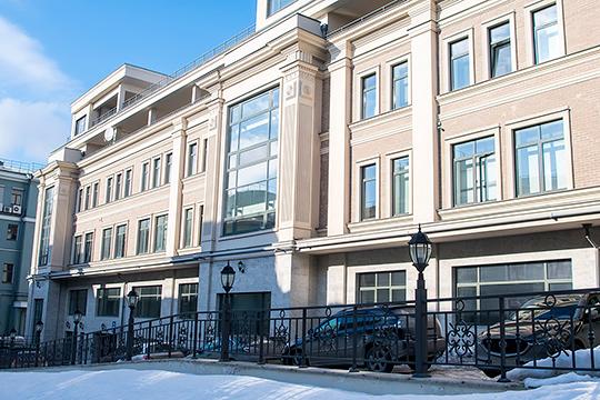 Здание удивительным образом оказалось внесено в уставной капитал посторонней фирмы с названием «Девять А». Она прописана в том же здании, а ее учредитель на 98% «Новая нефтехимия»