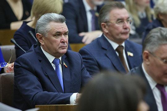 Весной потакойже схеме опера отдела задержали экс-главу БугульмыИльдуса Касымова(слева) пообвинению вовзятке, передача которой якобы происходила несколько лет назад