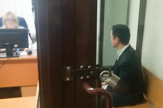 Вторым взал завели обвиняемогоВладиславаБилалова:«Яготов участвовать ввозмещении ущерба.ясчитаю, что каждый агент, который работал вэтой сфере, онсам берет насебя ответственность затеконтакты, которые имел спострадавшими»