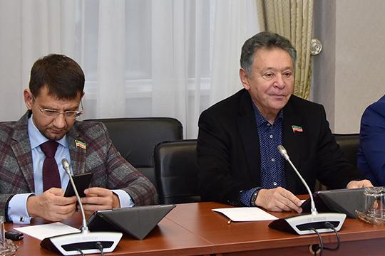 По мнению Рауфаля Мухаметзянова (справа), регулировать рынок татарской эстрады поможет коммерческое агентство по художественному отбору исполнителей