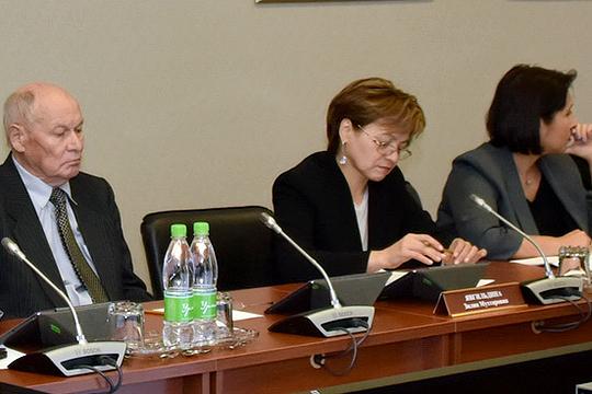 И. о. проректора КазГИК Зилия Явгильдина (в центре): «Мы намерены обратиться в правительство республики, чтобы получить также поддержку развития направления «народная художественная культура»