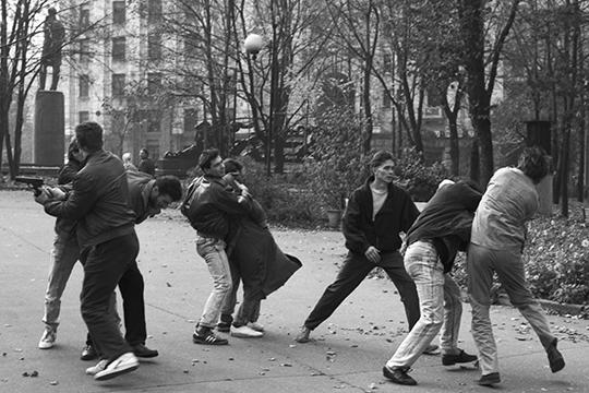 «Группировщикиже собираются вдругих местах, немноголюдных, скидывают деньги вобщак, воюют улица наулицу, терроризируют молодежь ит.д.»