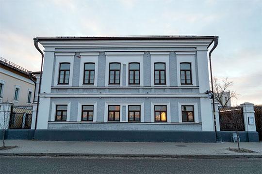 Сам дом Садовского сейчас находится на банкротных торгах по цене в 168 млн рублей. Но они пока приостановлены