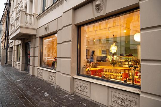 На улице Лобачевского осенью появилась уже третья точка сети кофеен Smorodina Cakes. Предыдущая открылась весной на ул. Чистопольская