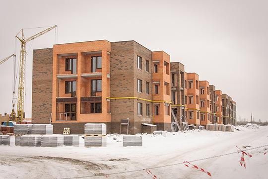 В семи трехэтажных домах жилого комплекса, расположенного по соседству с поселком «Чаллы Яр» в продаже осталось лишь несколько трех—и четырехкомнатных квартир