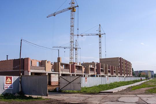 Сдача 10-этажного 10-подъездного дома 63/1А на 369 квартир намечена на II квартал 2020 года, а строящийся по соседству 10-этажный 6-подъездный дом 63/1Б планируется ввести к I–II кварталу 2021 года