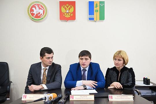 По словам потерпевшего, именно Курдюкова (справа) приняла деньги икуда-то отнесла. Этот факт немного обеспокоил Хайруллина, ноВоронцова его успокоила: «Ольга знает, что сними делать»