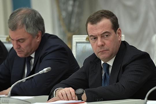 «Медведев сказал: президент анонсировал изменения вКонституцию, ипоэтому мыуходим вотставку. Тогда, наверное, надо было дождаться вступления этих изменений всилу изатем уходить.Логики вэтом нет никакой»