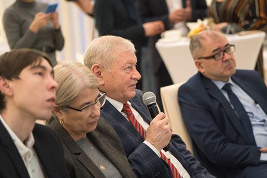 Нияз Хисметов предложил Тимуру Гумерову не обогащать банки, а использовать свободные денежные средства самих предприятий — чтобы они одалживали друг другу средства