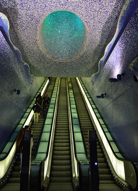 Станция «Толедо» считается самой красивой в неаполитанском метро