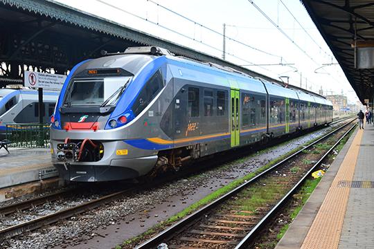 Поезд городского и пригородного железнодорожного сообщения компании Trenitalia