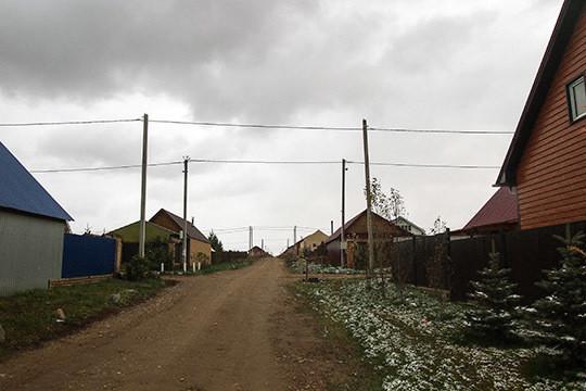 Упомянутую Камаевым путаницу с границами поселений хорошо отражает и ситуация с ДНП «Усадьба», которое в 2017 году неожиданно оказалось вычеркнуто из состава сельских поселений Тукаевского района