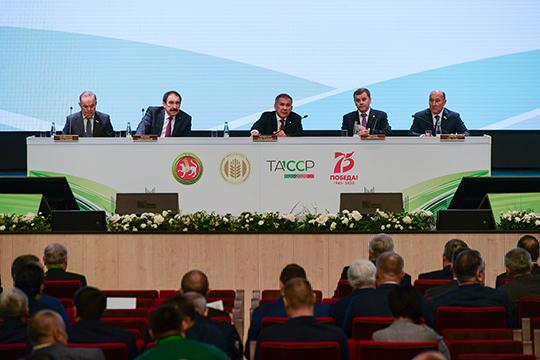 Сегодня в рамках коллегии на предложение Камаева президент РТ не отреагировал — тукаевского главу просто сменил у микрофона следующий докладчик
